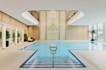 Indoor und Outdoor Pool